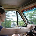 Elle conduit aussi!